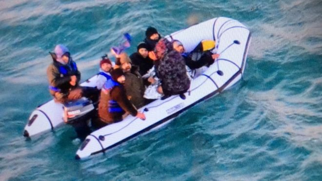 25 migrants, including three children, rescued on a boat in the English Channel