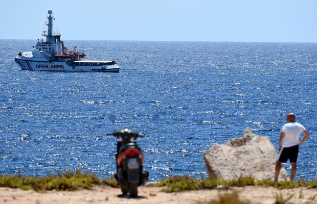 Agrigento prosecutor in charge of the case for kidnapping in the Open Arms arrives in Lampedusa