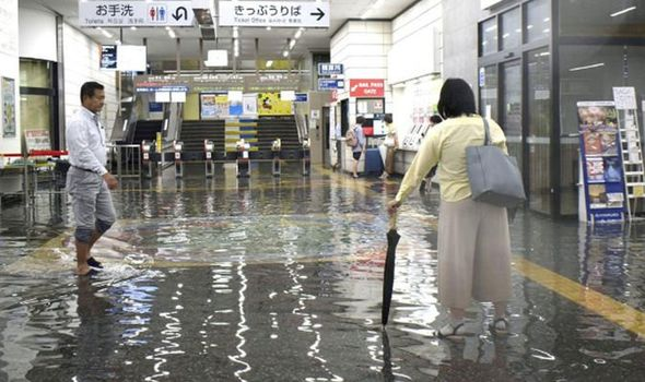 Japan issues an emergency alert after heavy rains in the south of the country