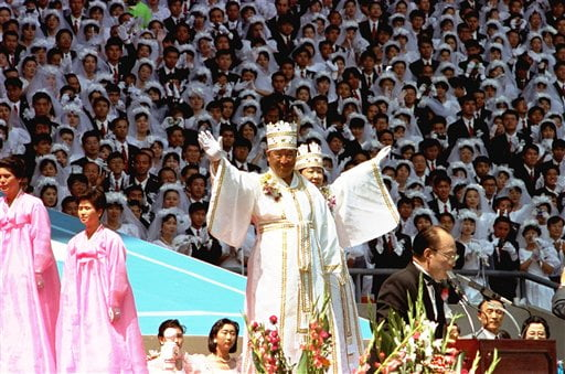 Rev. Moon marries off thousands of followers