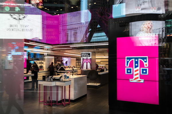 T-Mobile USA struggles to keep up with competitors
