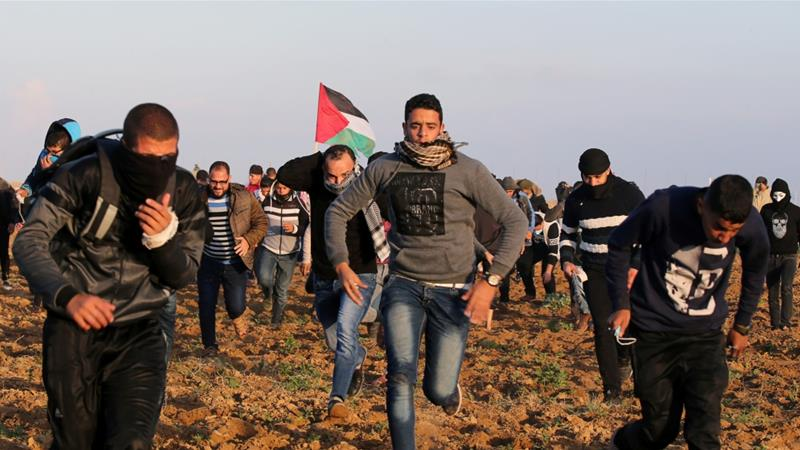 A Palestinian dies from gunfire by Israeli forces during a new protest in Gaza