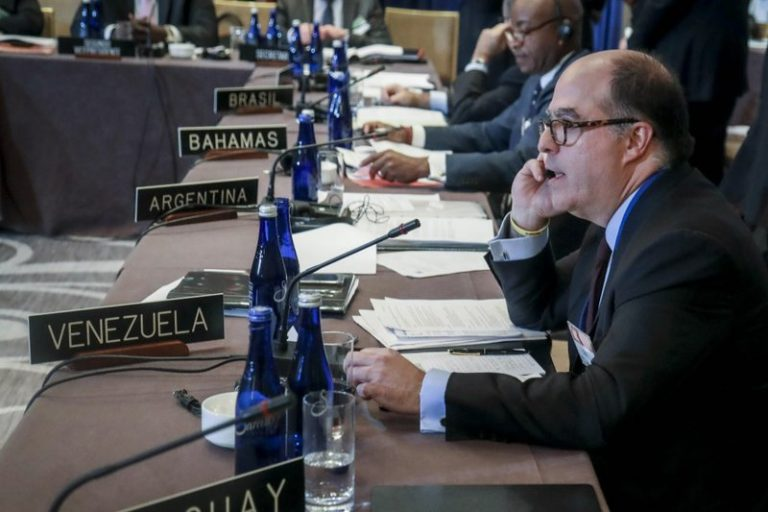 Arreaza denounces that the US intends to challenge the credentials of Venezuelan authorities before the UN