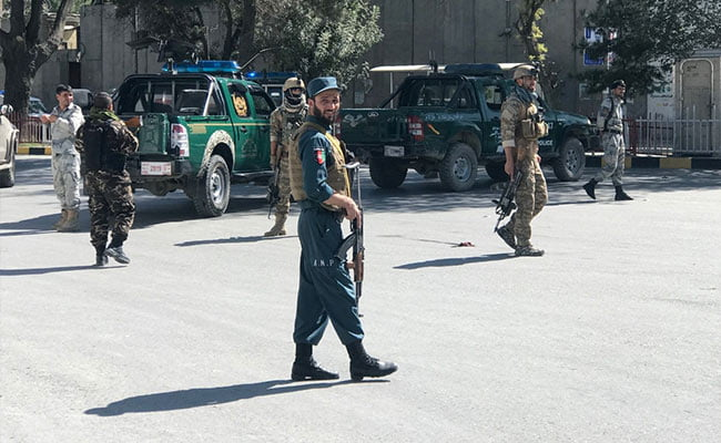 At least fifteen dead and 66 injured in a Taliban attack with a truck bomb in southern Afghanistan