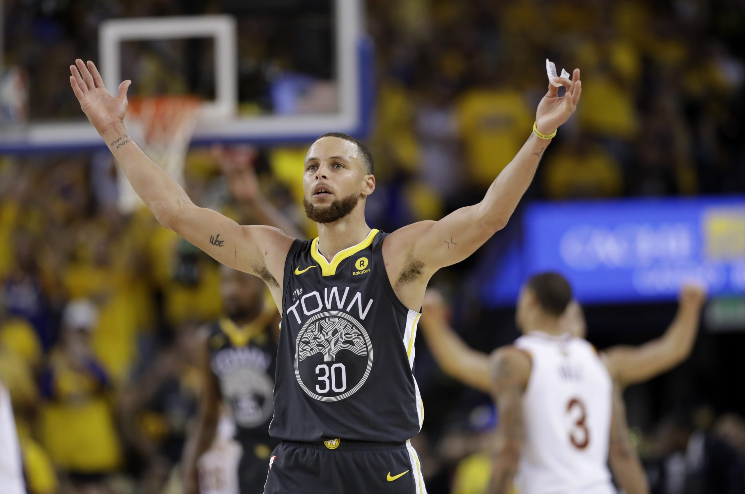 Curry sets 3-point record as Warriors roll over Cavs to go up 2-0 in NBA Finals