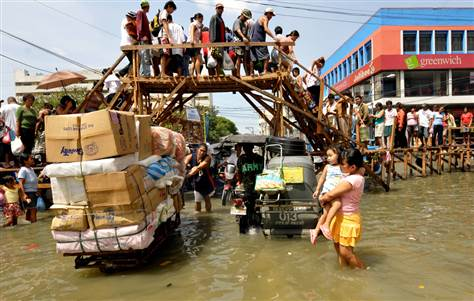 Evacuations as new storm threatens Philippines