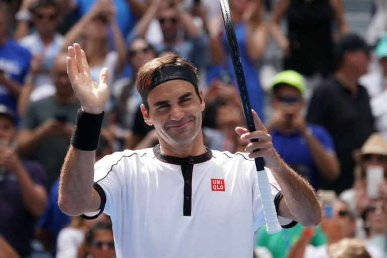 Federer downs Agassi for final's berth