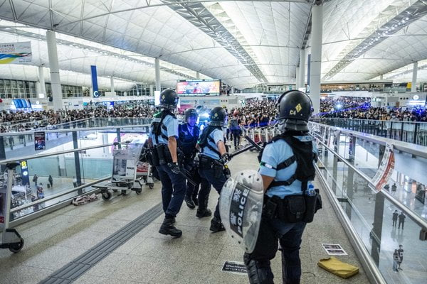 Hong Kong protesters try to paralyze airport activities