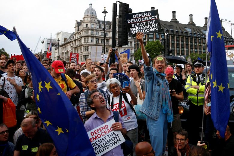 Hundreds of thousands of Britons begin the demonstration against the dissolution of Parliament before Brexit