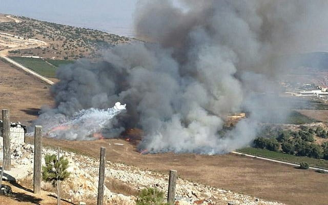 Israel launches more than a hundred howitzers over Lebanon in response to a Hezbollah attack