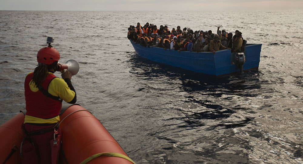 The 'Eleonore' forces the landing of migrants after entering Italian waters without permission