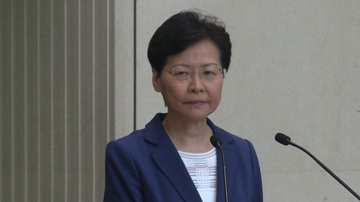 "The head of government warns that ""Hong Kong self-government is not feasible"""