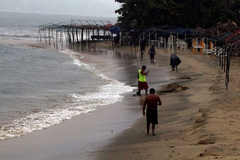 The storm 'Lorena' strengthens off the coast of Mexico