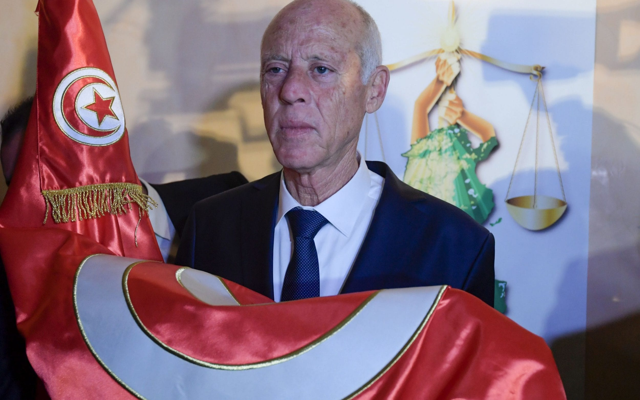 A conservative jurist and a tycoon, face to face in the second round of the presidential elections in Tunisia