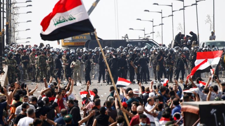 At least five dead and 101 wounded during protests this Saturday in Iraq