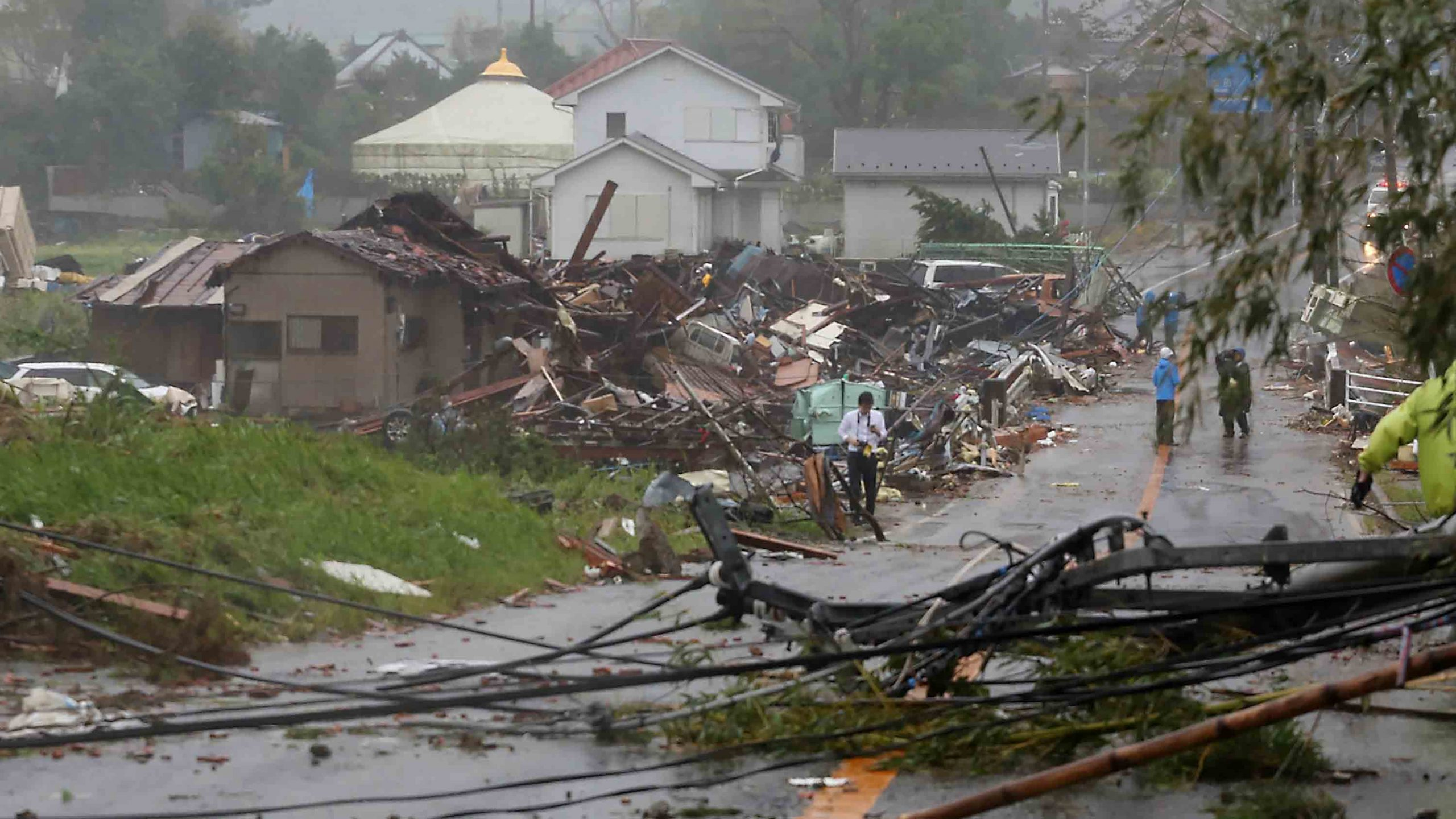 At least one dead and more than 60 injured by the arrival of Typhoon 'Hagibis' to Japan