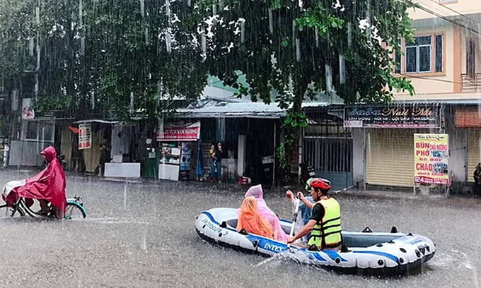 At least three killed by heavy rains and floods in central Vietnam