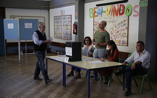Ballot box polls place the Socialists very close to the absolute majority in Portugal