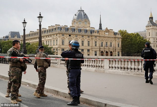 "Castaner says ""not feeling personally responsible"" for the attack in the Prefecture of the Paris Police"