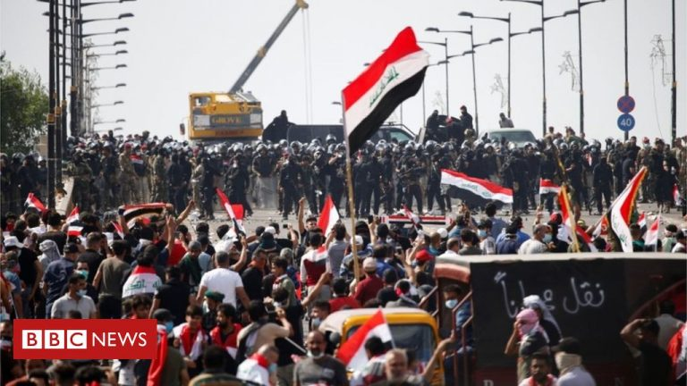 Iraqi police again disperse the protesters in Baghdad with tear gas