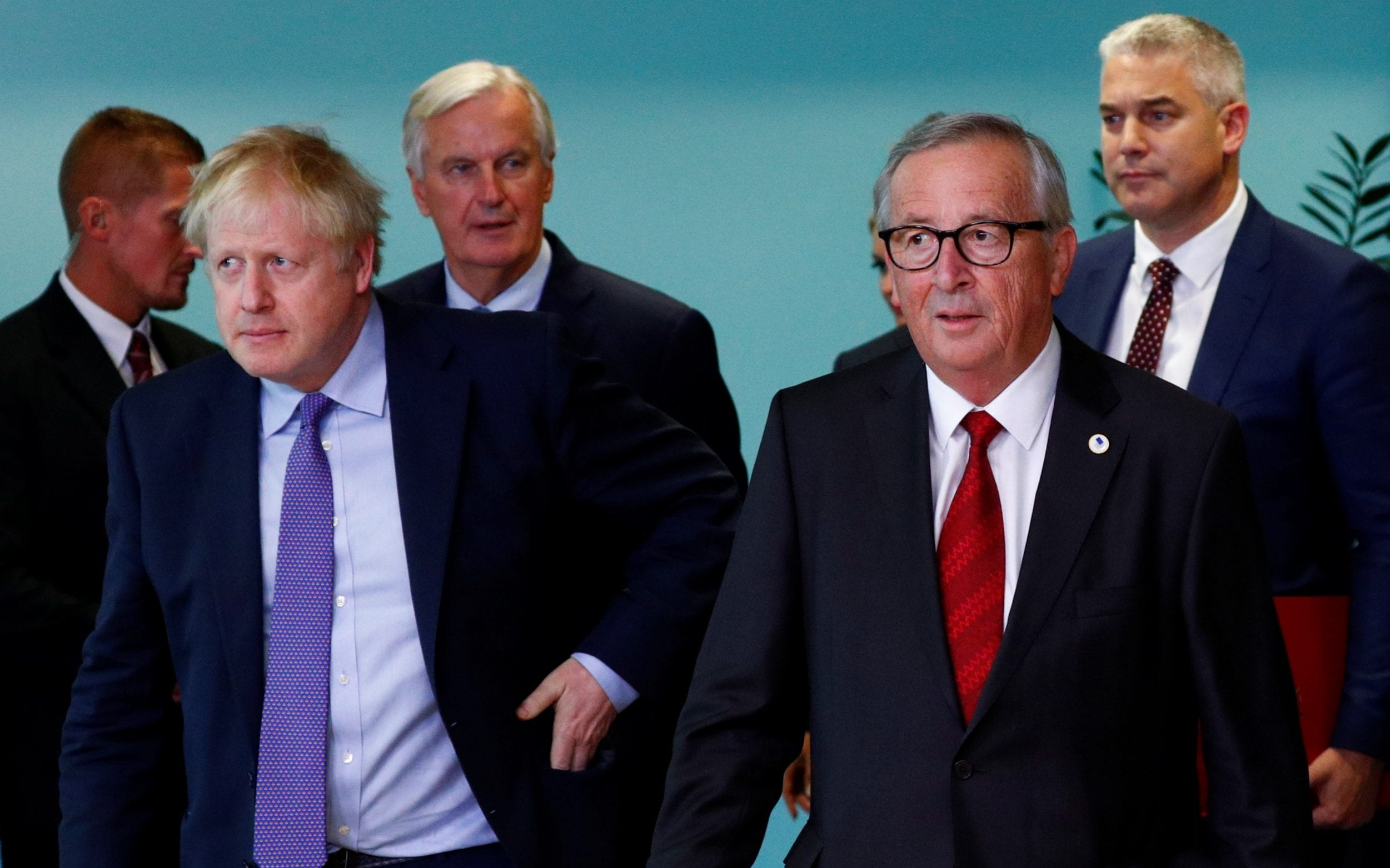 """Juncker offers Johnson to """"immediately"""" start negotiating the future relationship if the agreement is confirmed"""