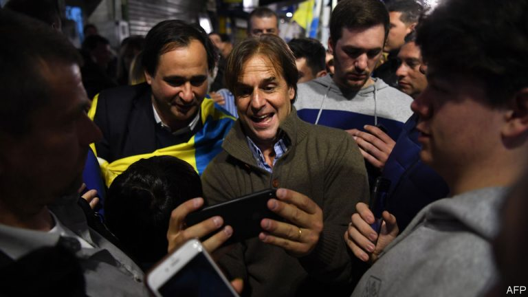 Martinez wins the election but will have to be measured in the second round with Lacalle Pou
