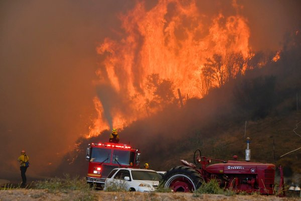 More than 50,000 evacuated in Los Angeles by two large fires in northern and southern California
