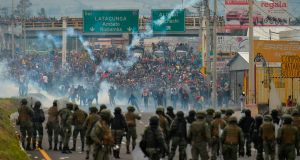 One dead and about 500 arrested for the wave of protests in Ecuador against the government's economic reform