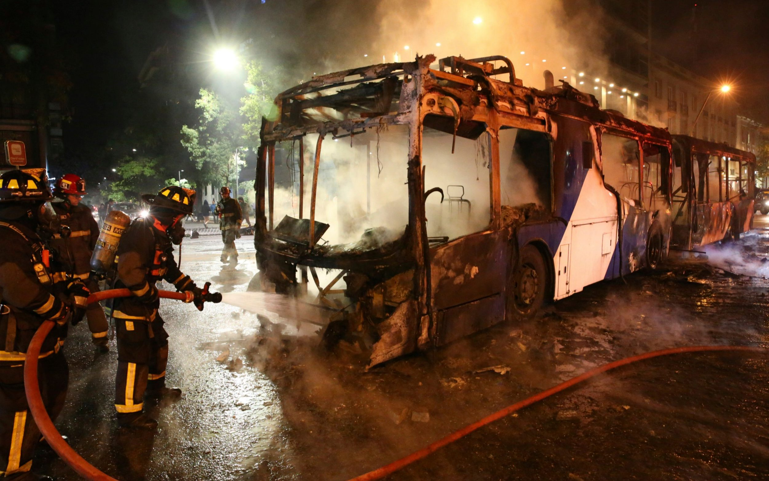 Piñera declares the state of emergency after protests over the rise in the price of the metro in Santiago