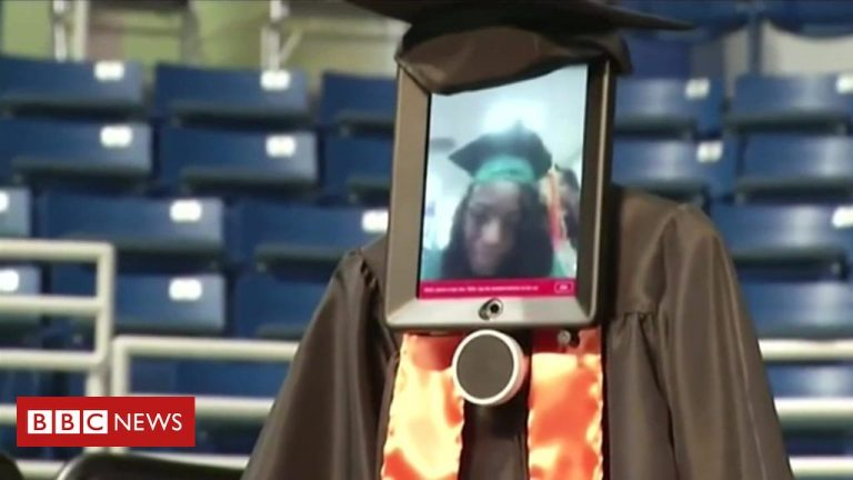 Robot stands in for US student at graduation
