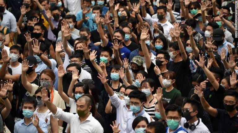 The leader of Hong Kong invokes an emergency law of the colonial era to ban masks in protests