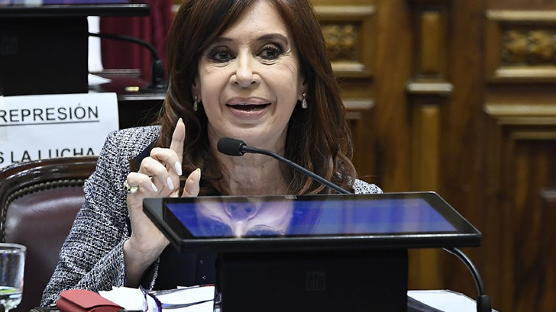 The polls open in Argentina to decide between the permanence of Macri or the consecration of Fernández