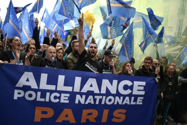 Thousands of police protest in France against poor working conditions and suicides in the collective