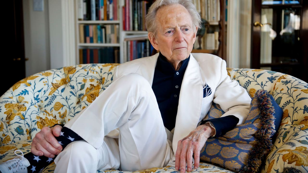Tom Wolfe, literary giant and journalistic innovator, dies at 88