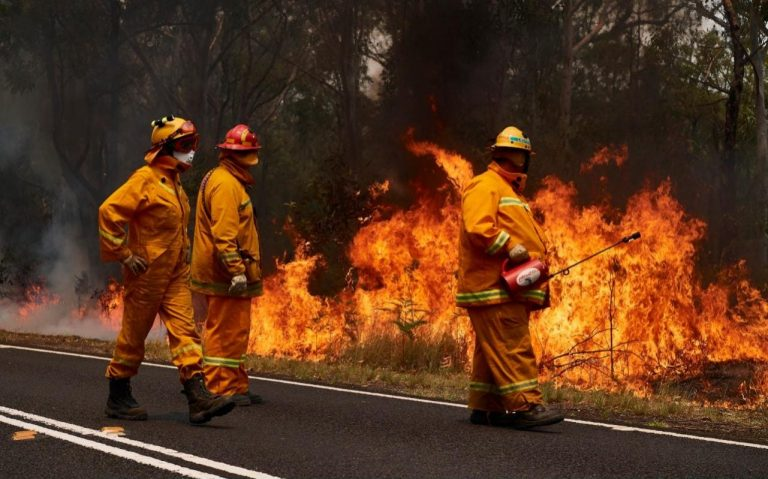 At least four killed by forest fires in southeastern Australia