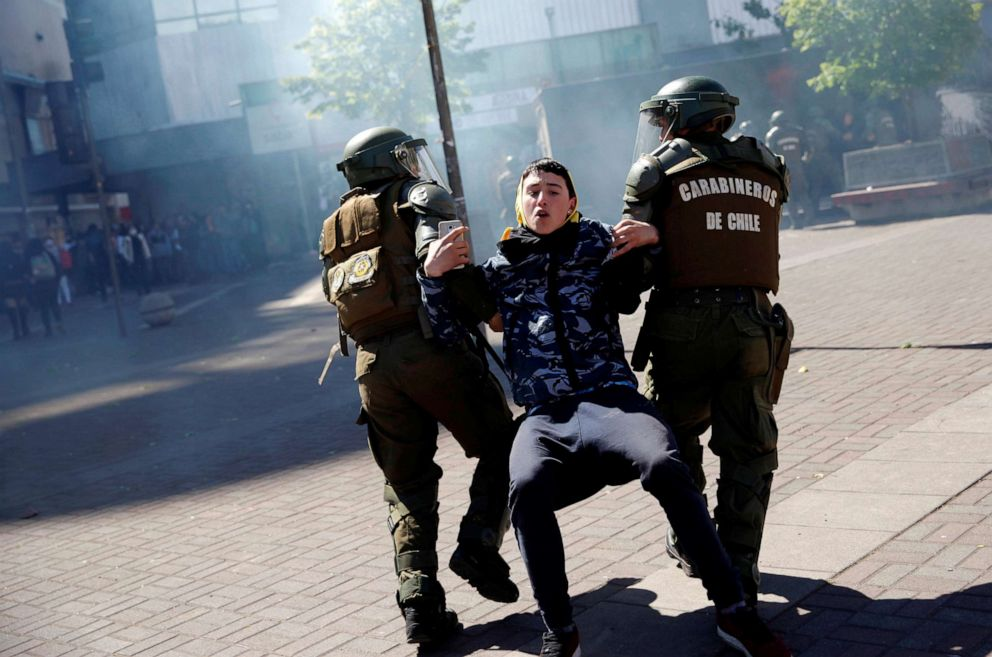 """Carabineros denounced for """"homicide by omission"""" for the death of a protester in Santiago de Chile"""