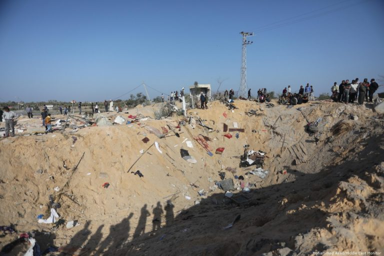 Israel investigates a bombing carried out against the Gaza Strip that killed eight civilians
