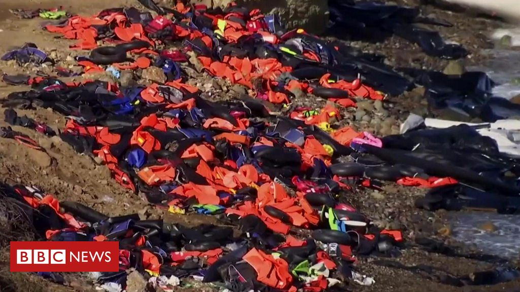 Refugees in Amsterdam giving lifejackets a new life