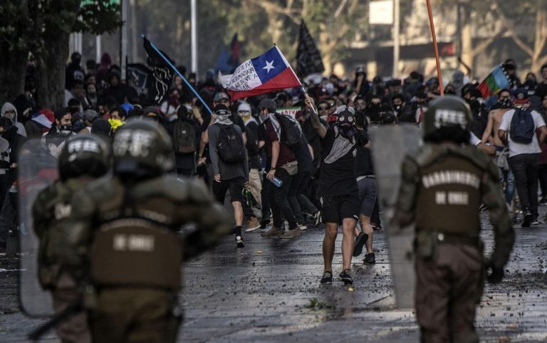 Roadblocks and roadblocks start the new protest day in Chile