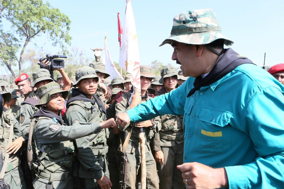 The Bolivian government calls the rebel police to dialogue and assures that it will not employ the Army