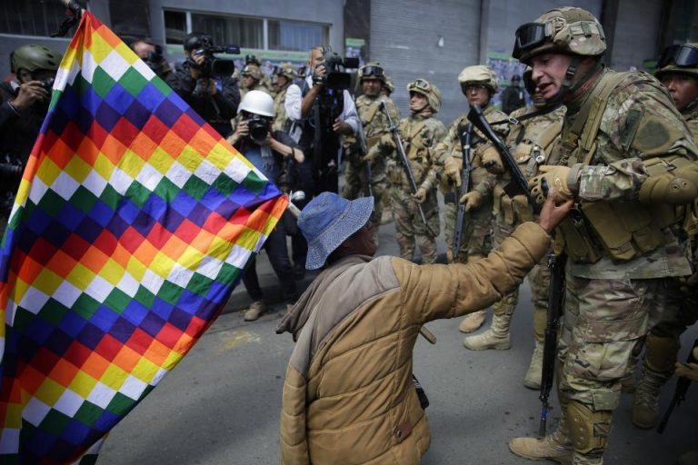 The Defensoría de Bolivia asks the mobilized groups to put down the firearms