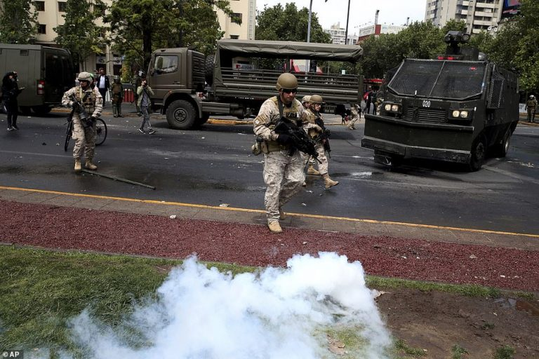 The president of Chile announces a law to allow the Army to take to the streets without declaring the state of emergency