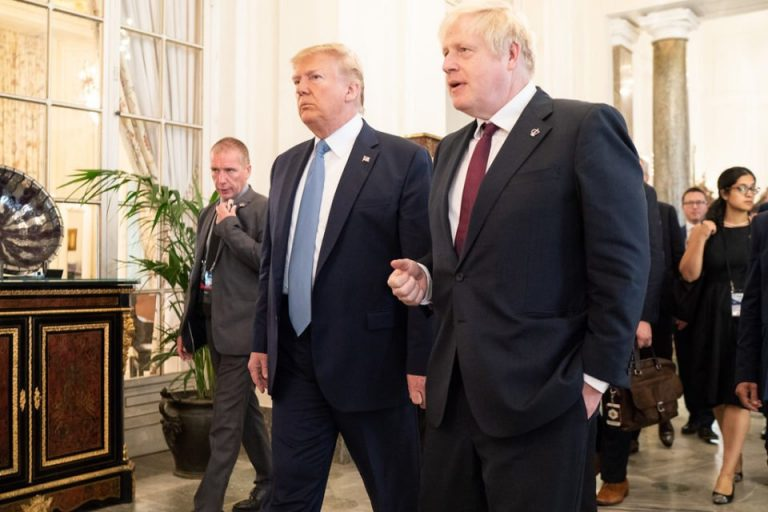 Johnson meets with Trump and avoids clarifying why he has prevented them from being photographed together
