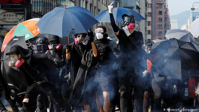 The clashes between police and protesters in Hong Kong begin again after a week of calm