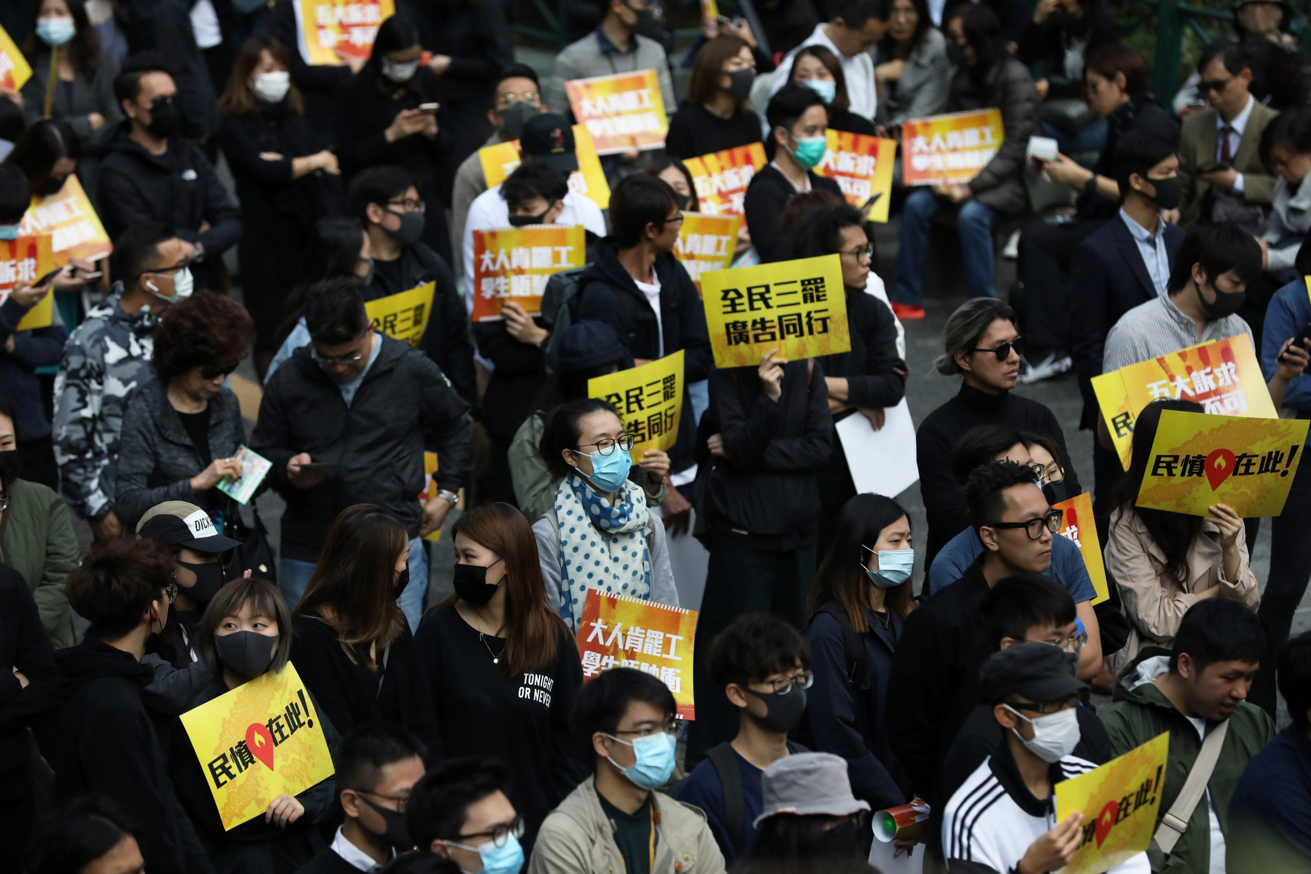 """The head of the Hong Kong Police urges citizens to demonstrate """"peacefully"""" on Sunday"""