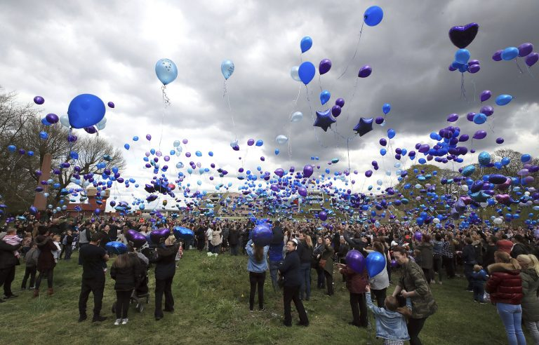 Alfie Evans: Supporters release balloons to remember toddler