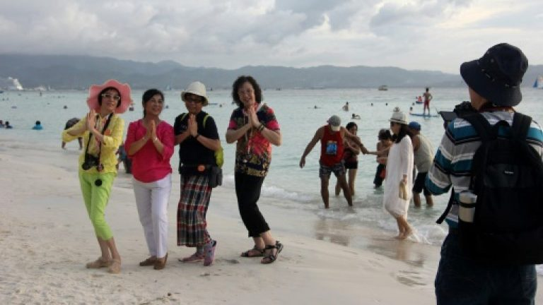 Boracay, Idyllic Philippines Resort Island, Is Closed to Tourists