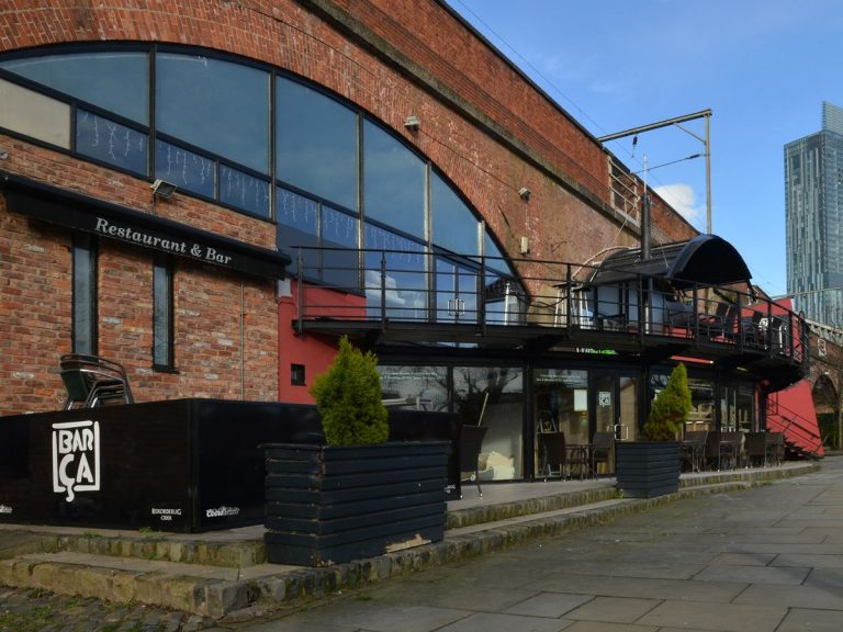 'Chilling' machete attack at Manchester bar