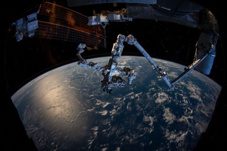 Chris Hadfield: Before we colonize Mars, we should settle the Moon