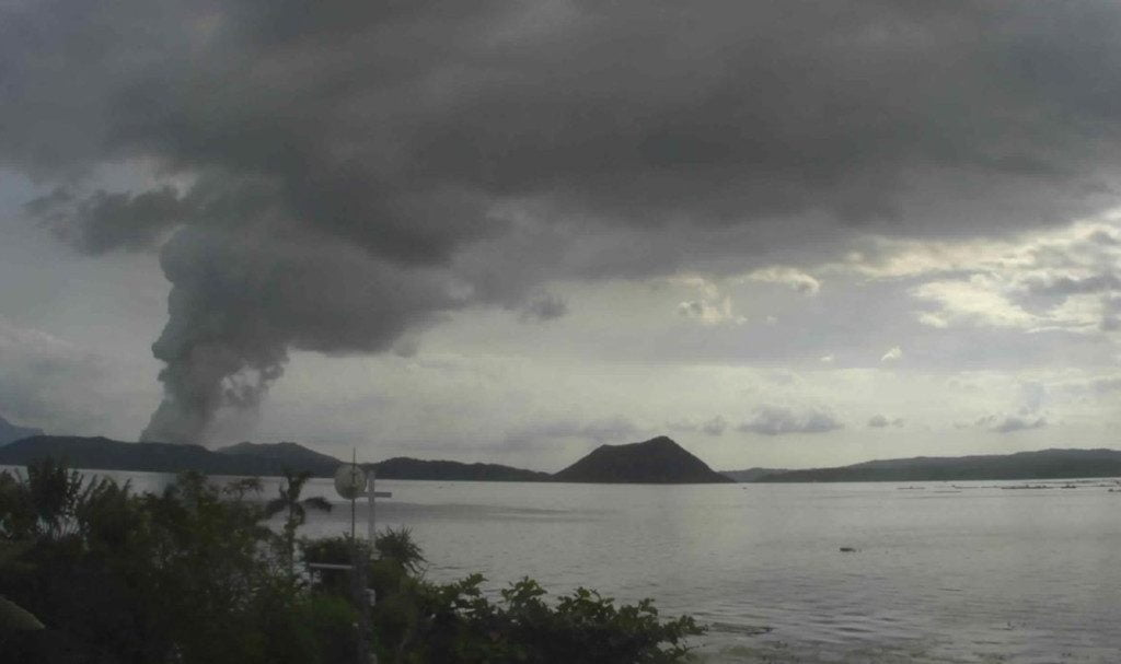 Evacuations due to eruptions of the Taal volcano in the Philippines affect more than 30,400 people